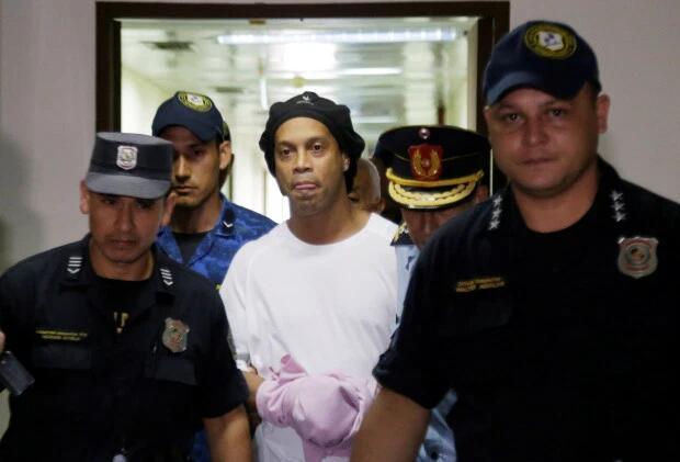 西媒:梅西对小罗入狱表示同情 但不准备掏钱援救