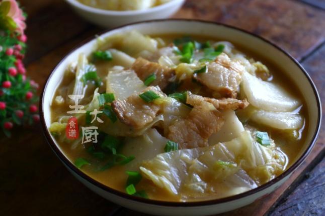白菜五花肉炖年糕最好吃的家常做法,营养美味