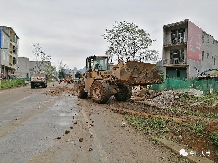天等公路养护中心组织开展春耕期路产路权维护专项行动