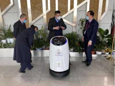 达闼5G云端抗疫机器人进驻青岛流亭国际机场 精准防范境外疫情输入