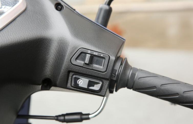 灵动轻骑铃木lets 125级别 单缸风冷 小排踏板之选