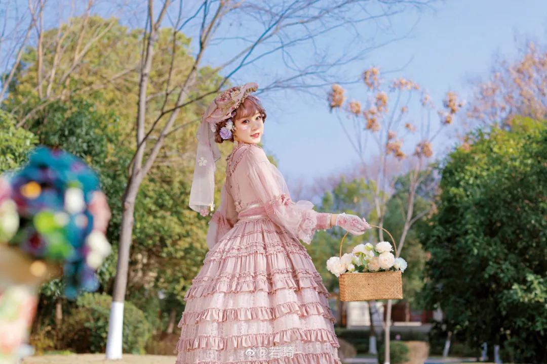 学妹这是童话城堡里面的公主吗? 广西城市职业大学