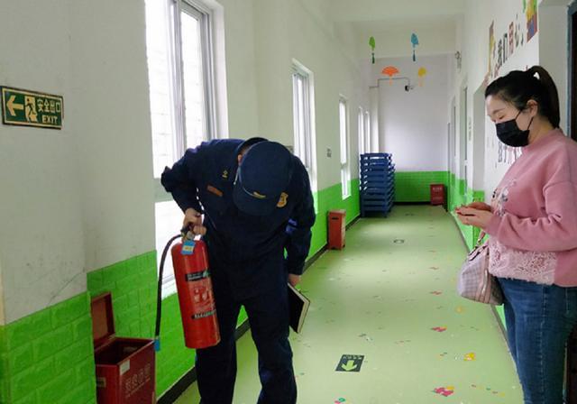 湖北襄阳:消防助力学校开学复课安全有序