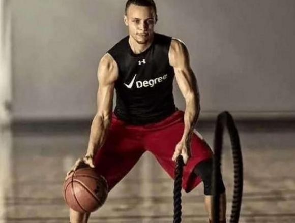 有種錯覺叫「Curry沒肌肉」,看看他這些相片,絕對屬於魔鬼筋肉人!