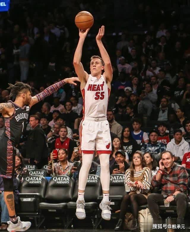 本赛季的NBA所有球员中 谁的底角三分球投得更好