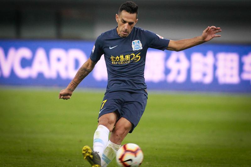 扎哈维回应降薪:球员并不希望 尊重合约回广州