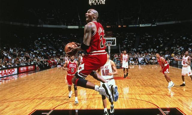 ESPN统计出炉,NBA历史上仅3人可以做到,季后赛场均30+5+5+夺冠