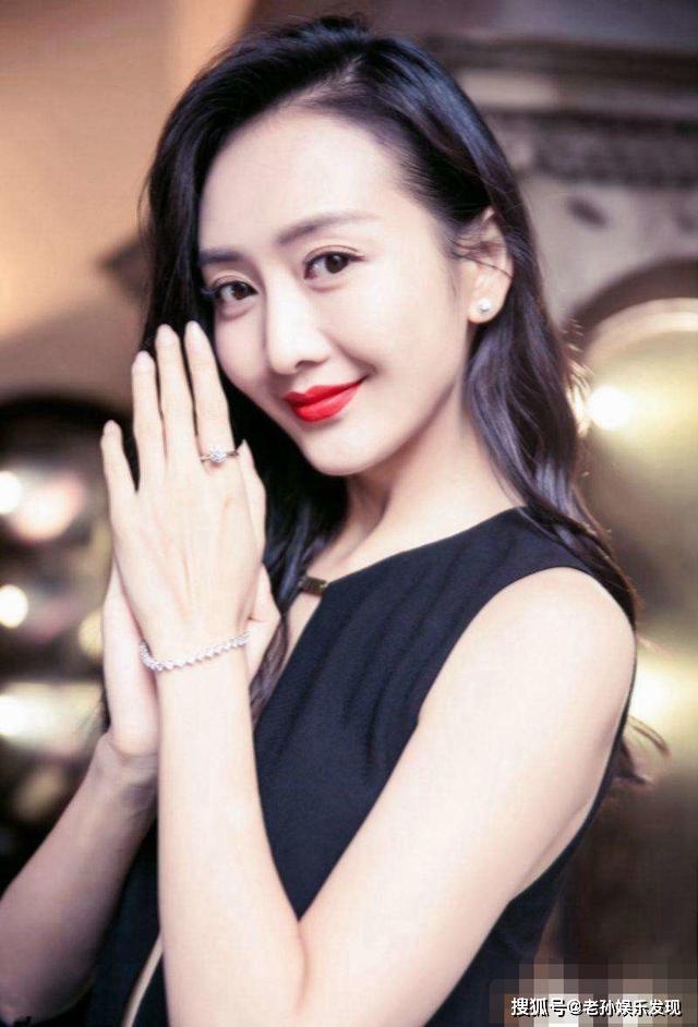 在今晚《我家那闺女2》节目中,王鸥谈初恋男友:我现在跟他的关系更好了