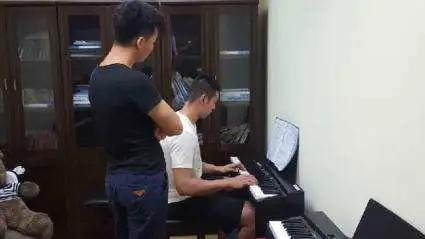 成人电子琴培训班(家教从零起步学电子琴)