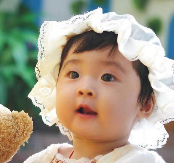为啥有的娃出生自带双眼皮 有的长大后才显现?3点原因了解一下