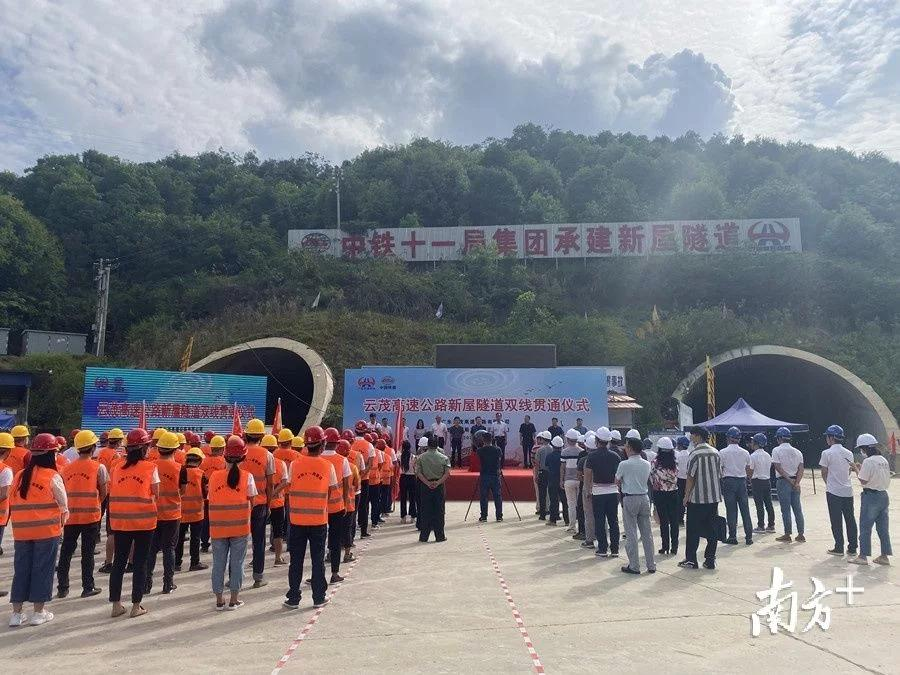 云茂高速全线隧道贯通罗定段预计年底通车