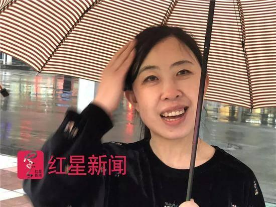 杨丽娟还想见刘德华 杨丽娟追刘德华致父跳海身亡如今40岁无人敢娶