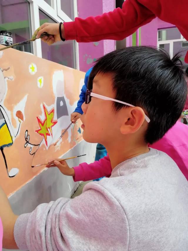 中杉的墙是孩子们画的!
