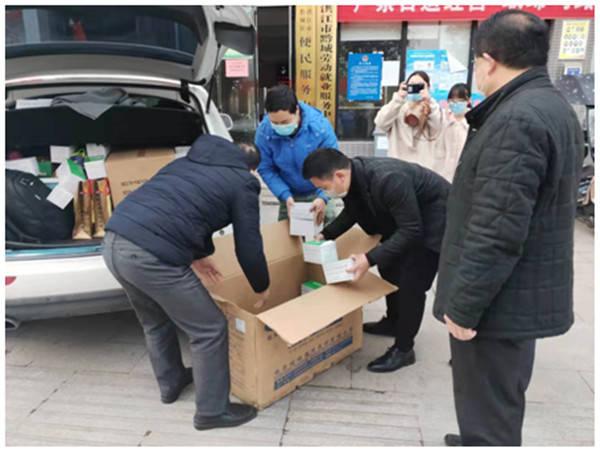 """贵州铜仁爱心企业向战""""疫""""基层捐赠医用口罩"""