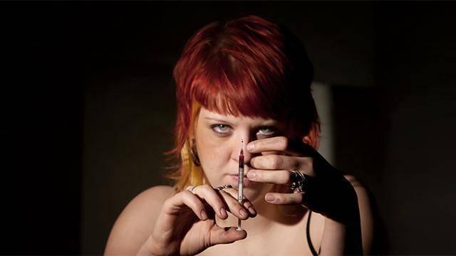 吸毒的危害有多恐怖?有人抠掉自己的眼珠,有人残杀身边的亲人…
