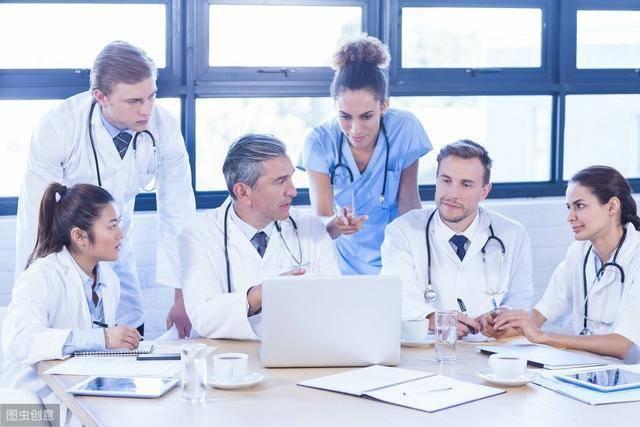 美国新冠疫情异常严峻,中国该不该派医务人员去支援美国?