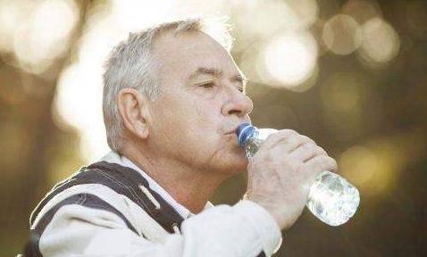 长期喝矿泉水或纯净水,身体会有改变吗?喝水其实就只有一个用处
