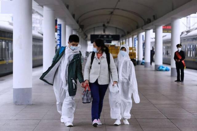 """武汉""""解封""""后首批到达广州的旅客:穿防护服到达,想念肠粉火锅"""