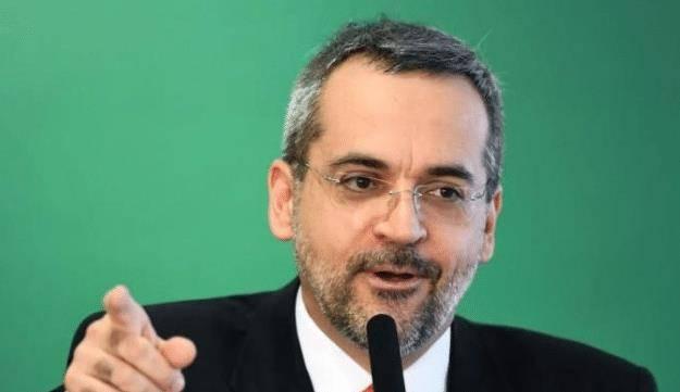 """巴西教育部长不满中国物资出口全球,""""送我一"""