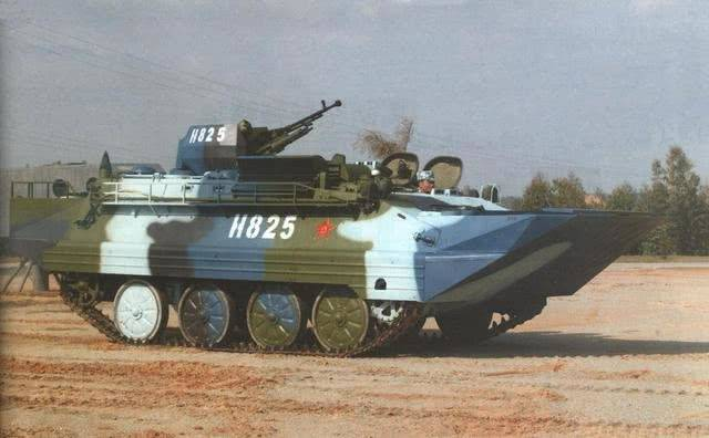 92式步兵战车防护,重机枪就能射穿?只因根本不
