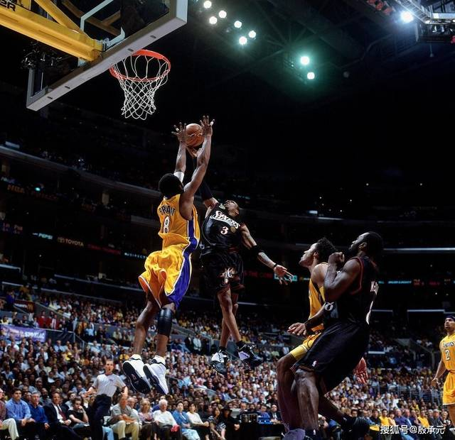 <strong>同一年进入NBA的艾弗森与科比 差距不只是总冠军</strong>