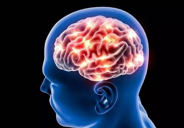 50岁后,不想脑梗,少食三物,常饮三杯水,记住三事,保健康