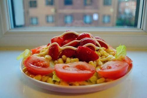买回来的蔬菜水果,用盐水浸泡就能去除农药残留?哪些做法最靠谱