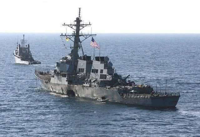窝囊的美军军舰:宙斯盾舰被橡皮艇炸大窟窿,