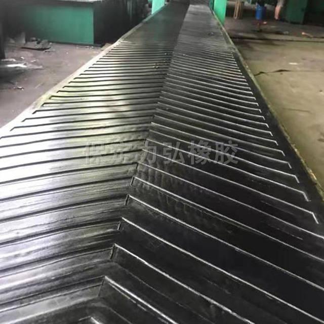 <strong>黑色人字橡胶输送带 工业尼龙帆布输送带</strong>