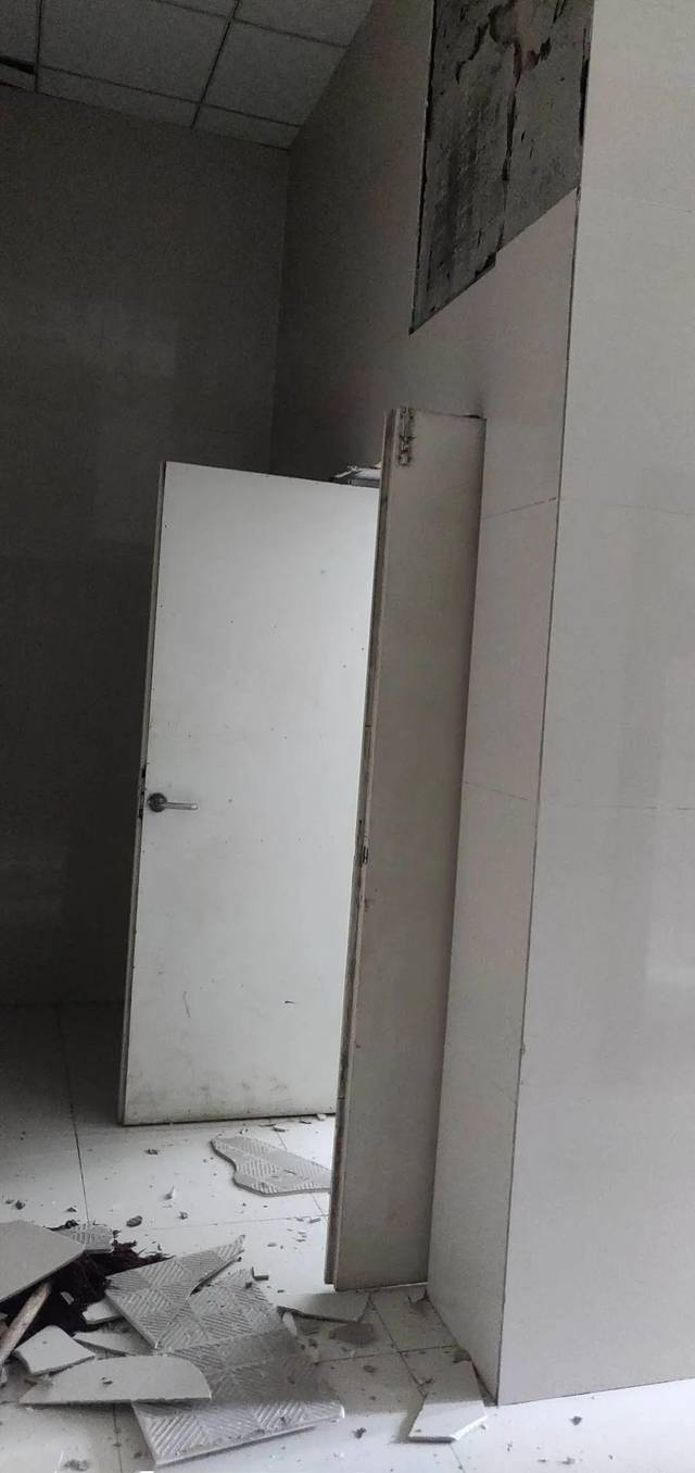 【随拍】晋城某小区瓷砖掉落砸到了人!