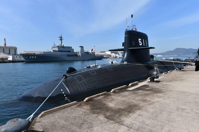 日本首艘锂电池潜艇抵母港部署 艇员全体戴口罩