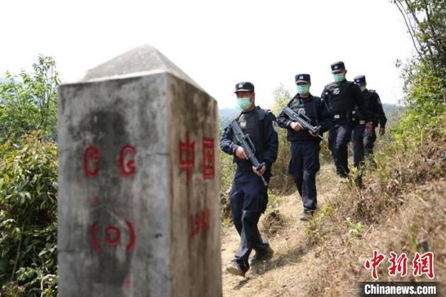 """云南警方织密边境""""防控网"""" 严防境外疫情输入"""