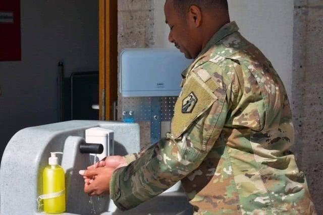 德国斯图加特基地美军士兵新冠病毒感染人数已