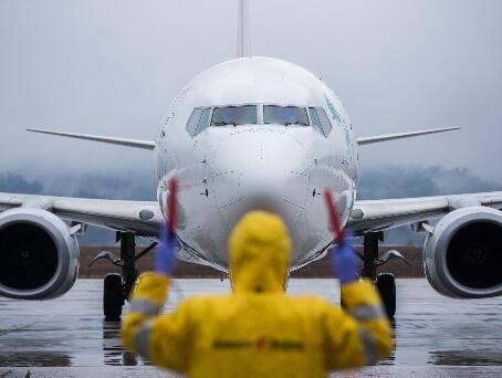 <strong>武汉机场复航首日,进出港旅客超万人次</strong>