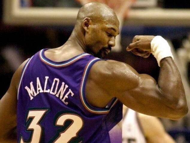 你对NBA野兽力量一无所知!锡安把球给捏扁,张