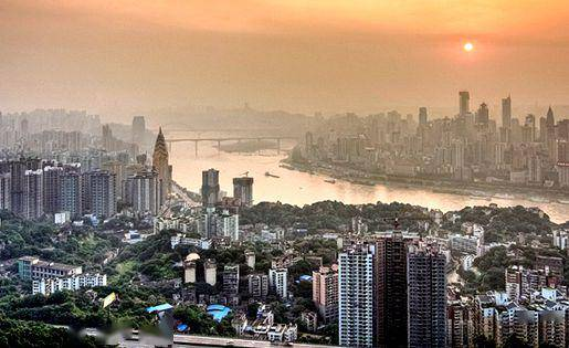 <strong>重庆百货近10亿转让重庆8宗土地部分股权及债务</strong>