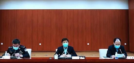 邓恢林在全市打击治理跨境赌博工作会议上强调