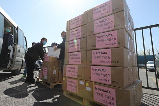 从友好交往到守望相助丰台花乡向匈牙利贝尔卡道乡捐赠抗疫物资