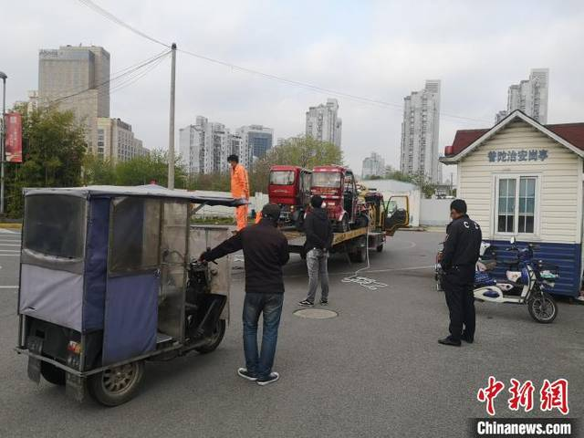 上海多部门打击轨交站点及周边道路非法客运行为