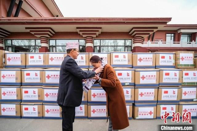 西藏援助尼泊尔一批抗疫医疗物资