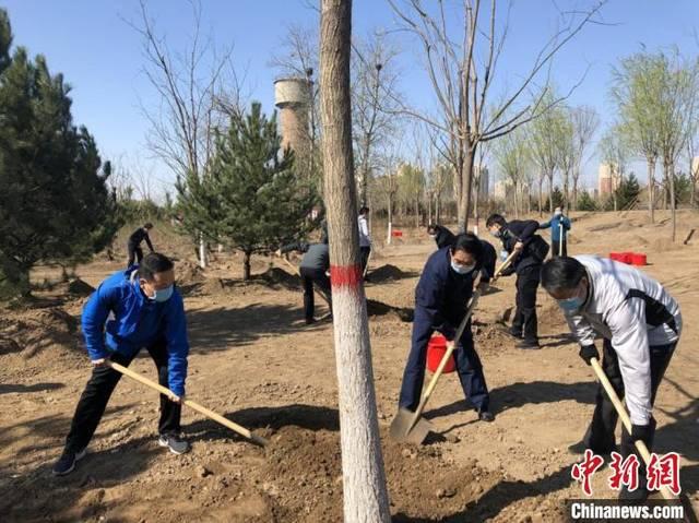 2020年共和国部长义务植树活动在京举行 共栽下树