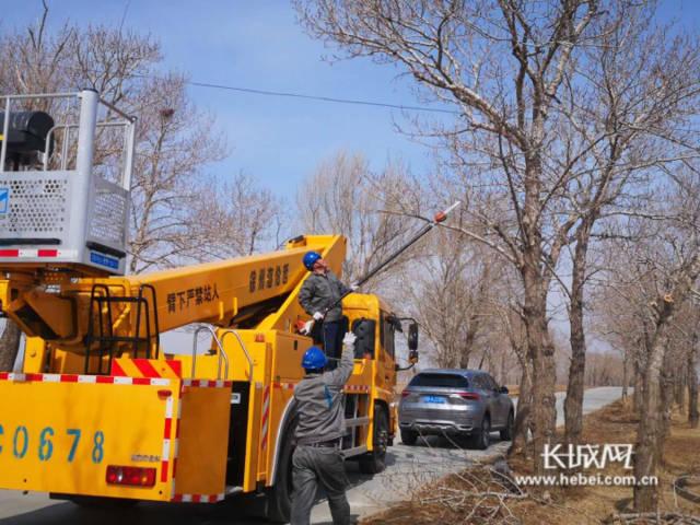 张北县供电公司:清理树障确保线路通畅