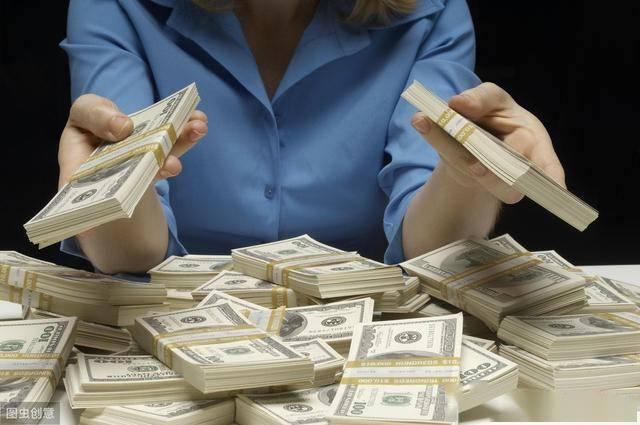 为了提振经济,为什么美国给百姓发钱,我国却发消费券?