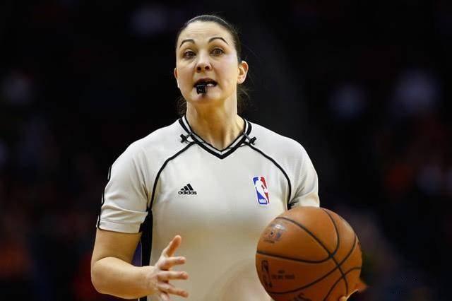 <strong>她是NBA史上第三位女裁判,历经十年磨练,却因</strong>