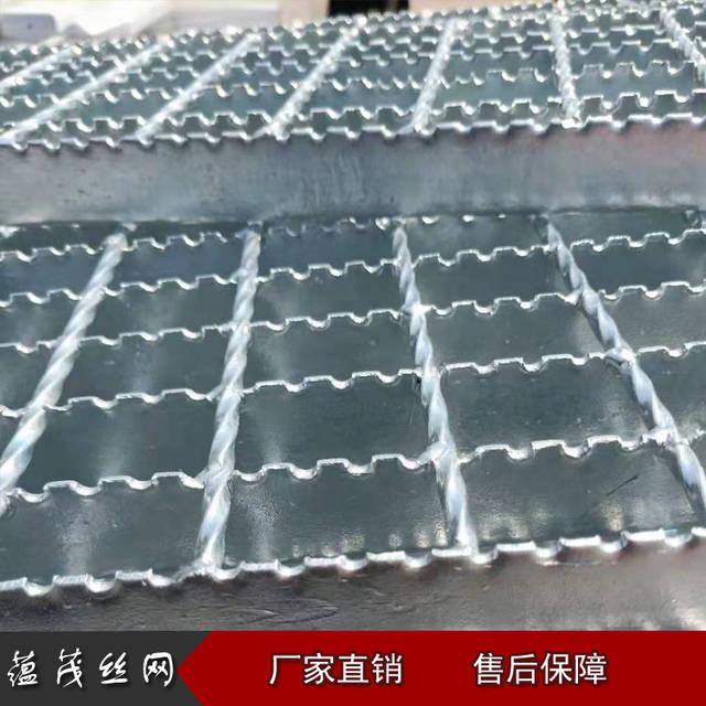 <strong>齿形(防滑)钢格板的生产流程</strong>