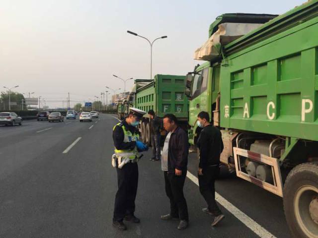 海淀交警开展货车闯禁行违法专项治理工作