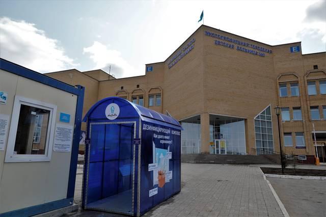 哈萨克斯坦首都安装消毒通道防范新冠病毒感染