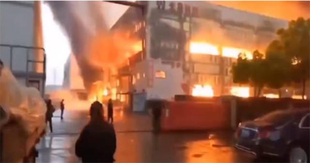 突发!浙江绍兴一厂房发生火灾 消防正在全力扑救