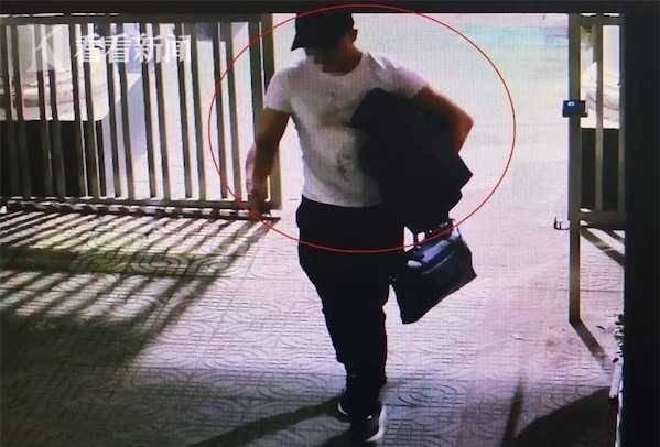这个盗贼有点凶 挤碎玻璃门进店只为偷香烟