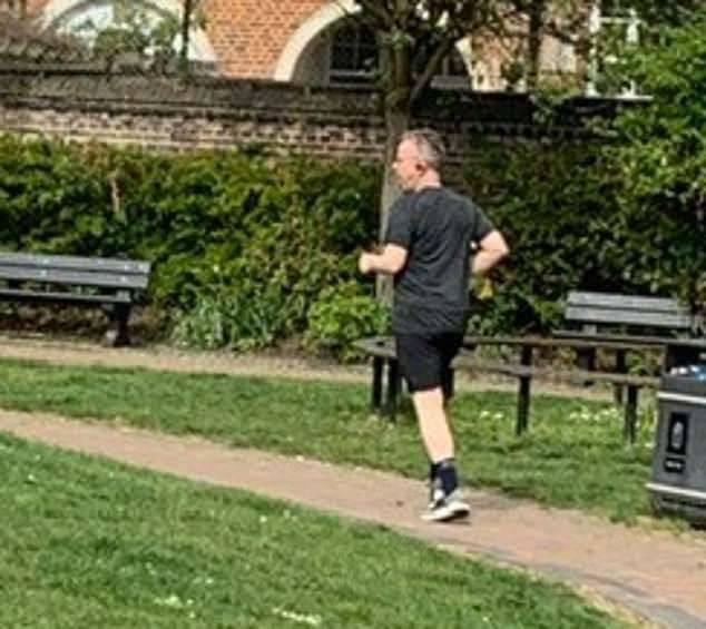 英国内阁大臣违反禁令私自外出跑步遭受外界批